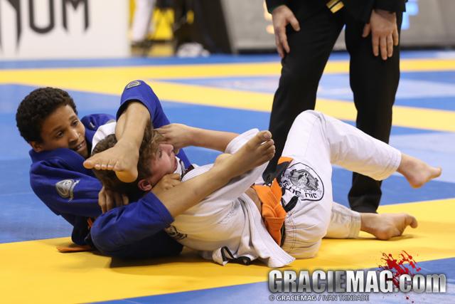 No embalo do Pan Kids, Leão Teixeira ensina a importância do Jiu-Jitsu para crianças
