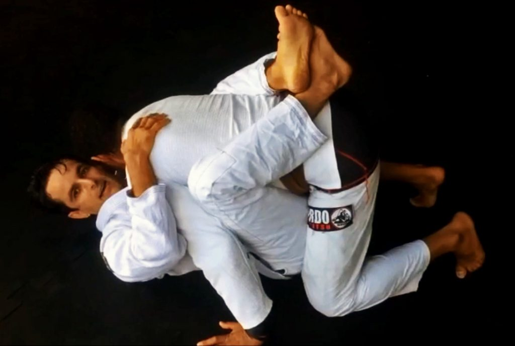 Marcus Meira ensina raspagem da guarda fechada com armlock na Action Jiu-Jitsu