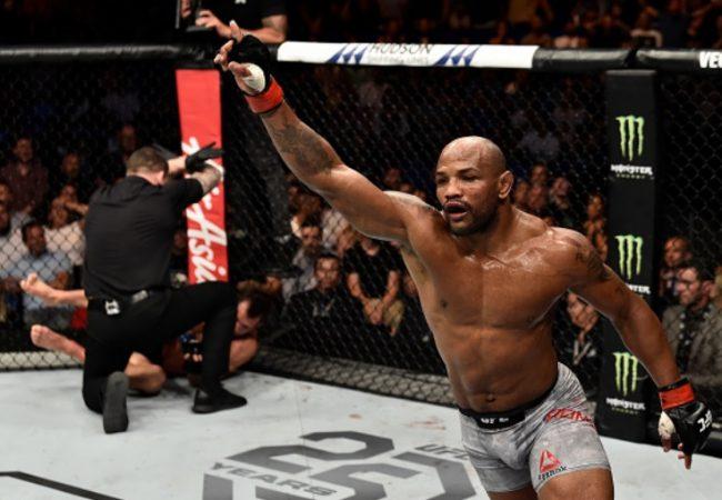 Vídeo: Yoel Romero aplica nocaute brutal em Luke Rockhold no UFC 221