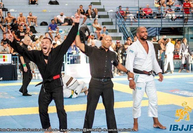 Renato Cardoso finaliza Erberth Santos e fatura ouro duplo no Floripa Open de Jiu-Jitsu
