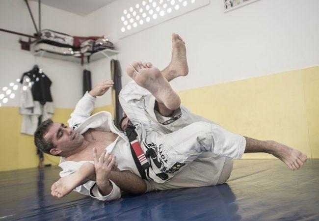 Jiu-Jitsu: 2 ataques do cem-quilos usando a lapela, com Rodrigo Totti