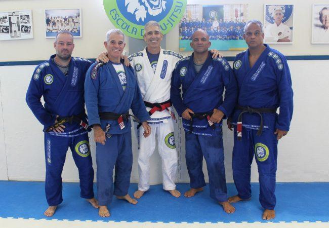 Veja o seminário de ataque lateral na escola Leão Teixeira com direito a um macete Gracie