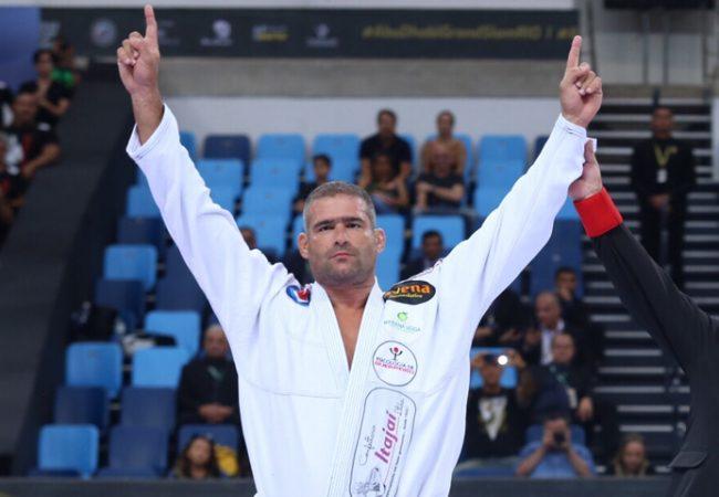 O campeão de Jiu-Jitsu que superou um acidente de moto para voltar a vencer
