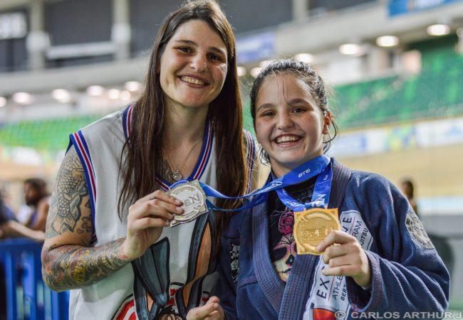Vídeo: Talita Treta e Luiza Nogueira ensinam Jiu-Jitsu no Dia das Mães