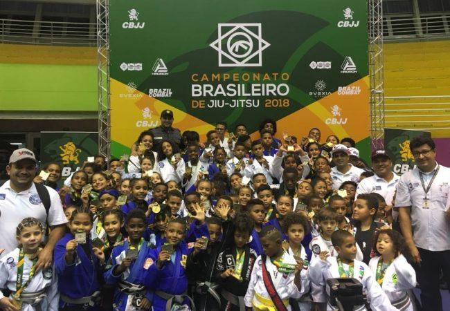 Projeto da polícia conquista dois troféus e 73 medalhas no Brasileiro de Jiu-Jitsu