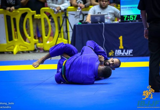 Video: Diogo Moreno sinks a choke to win at Dallas Open