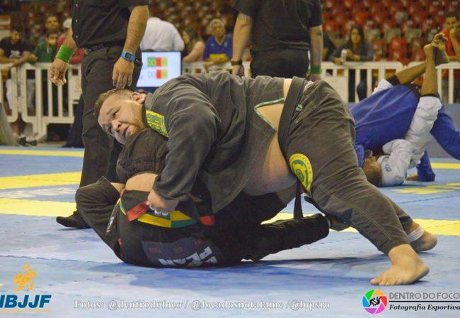 Vídeo: Otávio Nalati e a vitória sobre Cássio Francis no BH Open de Jiu-Jitsu