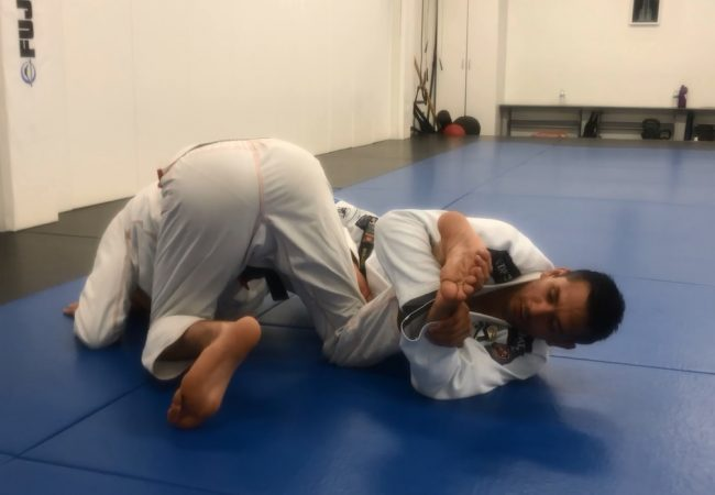 Mauro Ayres — a transition from the omoplata to a foot lock