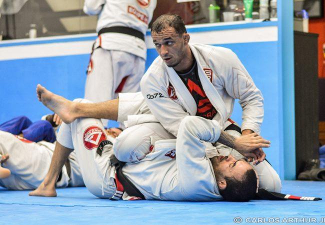 Jiu-Jitsu: Romulo Barral ensina passagem com pressão na GB Bandeirantes
