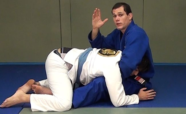 Learn how to escape a guillotine with this lesson by Roger Gracie