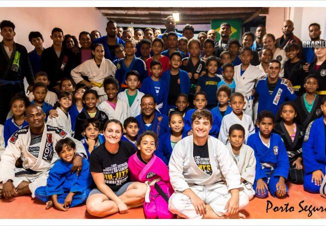 Jiu-Jitsu na Estrada visita projeto social com 60 crianças em Porto Seguro