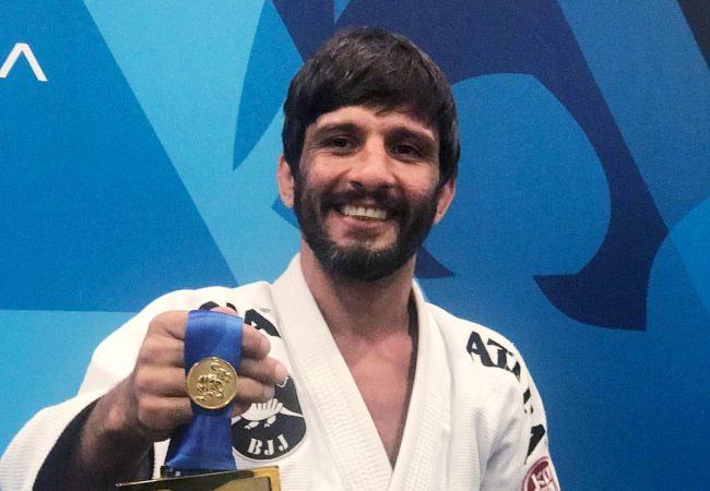 Leandro Tatu ensina uma posição de Jiu-Jitsu perfeita para os levinhos