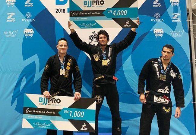 Lucas Hulk, Otávio Sousa e Hiago George são premiados no LA BJJ Pro de Jiu-Jitsu