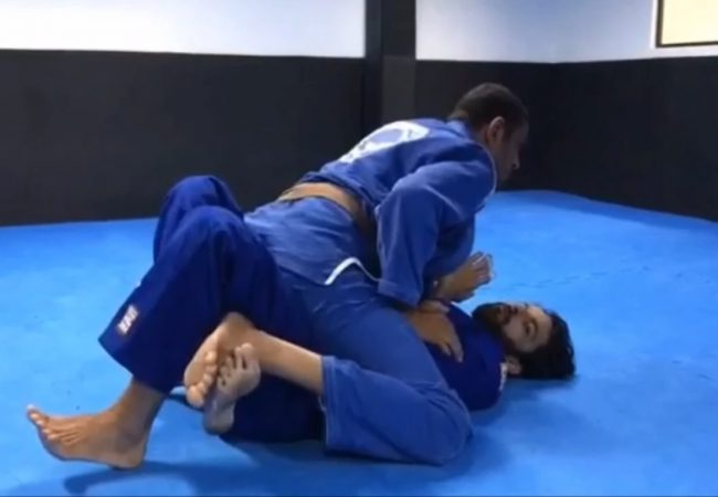 BJJ: Use the hook and escape the mount, with Marcus Meira