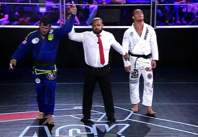 Vídeo: Rodolfo Vieira vence Mahamed Aly de kimono e fatura 30 mil dólares no Jiu-Jitsu