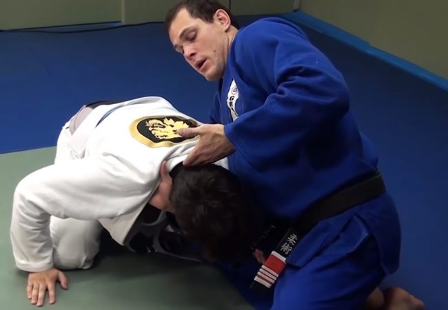 Roger Gracie teaches a choke against an opponent who's on all fours