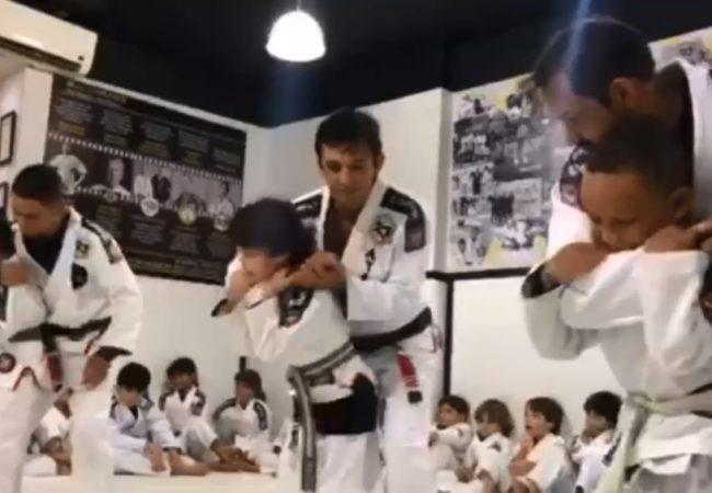 Vídeo: Crianças exibem defesa pessoal na graduação da Mauro Ayres BJJ