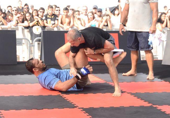 Rodrigo Minotauro and Ricardo de la Riva's loose roll at Barra da Tijuca beach
