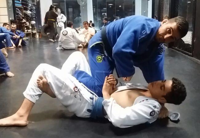 Paulo Packer ensina passagem da meia-guarda para as costas no Jiu-Jitsu