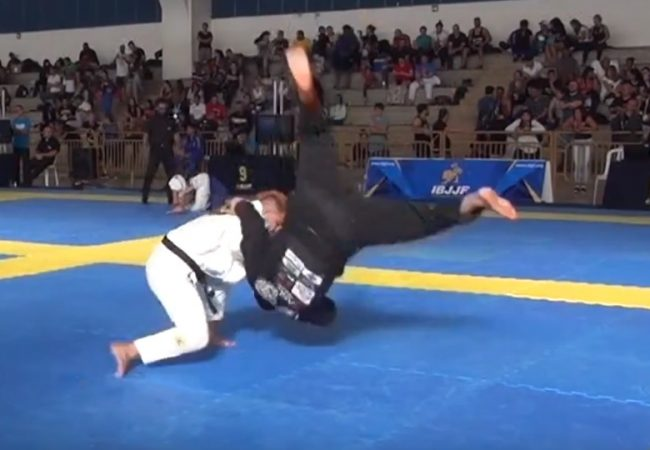 Middleweight Yan Pica-Pau's finish in the Brasilia Open's absolute division