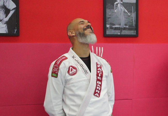 Atleta vence câncer para conquistar a faixa-preta de Jiu-Jitsu e recebe homenagem