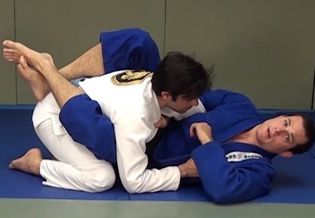 Roger Gracie — a detail to avoid losing the choke from closed guard
