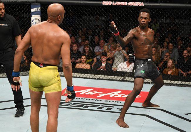 Anderson Silva dá show mas perde para Israel Adesanya no UFC 234