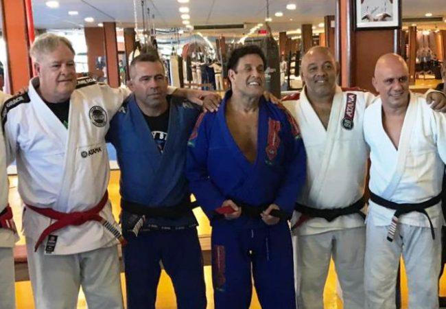 Aluno de Carlson Gracie, Sergio Mallandro recebe a faixa-preta de Jiu-Jitsu