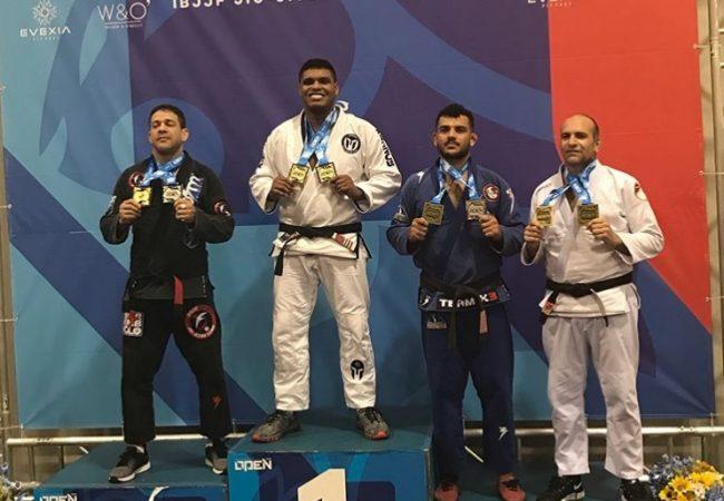 Leonardo Peçanha analisa crescimento da Kronos BJJ e vibra com mais um ouro duplo no Jiu-Jitsu
