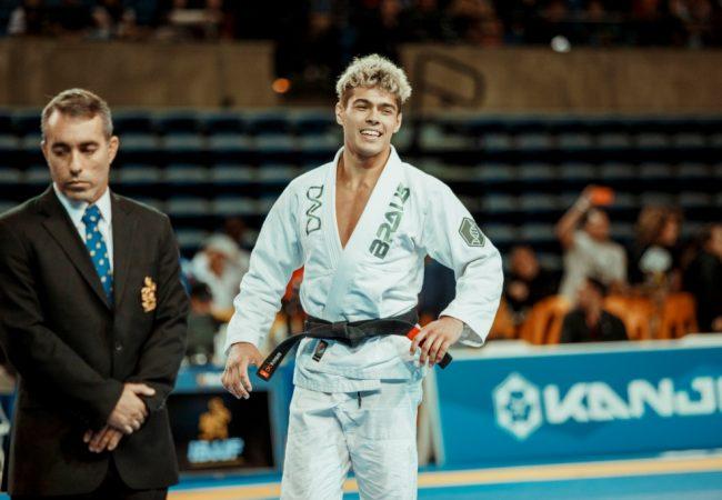 """Entrevista exclusiva: """"Já me sinto um campeão mundial"""", diz Levi Jones-Leary"""
