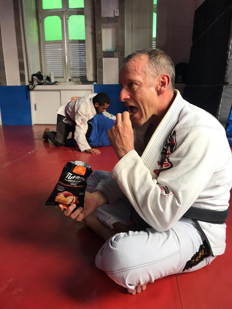 Professor Luiz Dias explica seus macetes para estar sempre bem alimentado e leve para os treinos. Foto: Divulgação