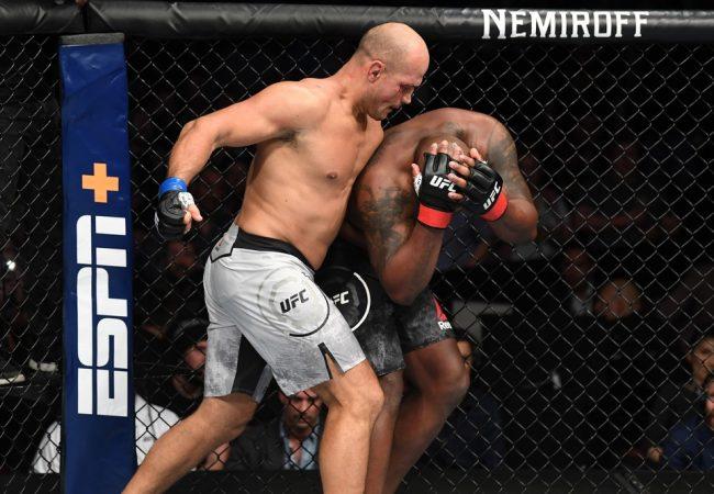 Junior Cigano nocauteia e Elizeu Capoeira finaliza com o Jiu-Jitsu no UFC Wichita