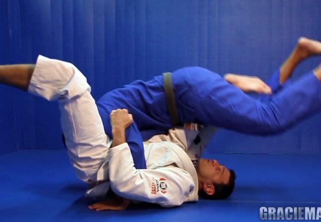 Do baú: Roberto Roleta ensina raspagem helicóptero no Jiu-Jitsu