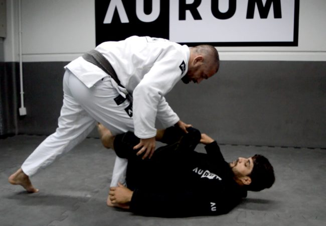 Video: Jean Feijó teaches two options for beating the de la Riva guard