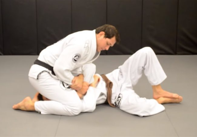 Video: Roger Gracie teaches a choke starting from the kimura