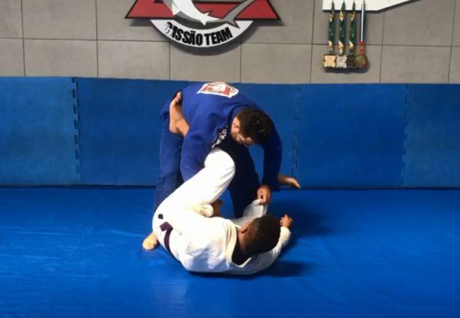 """Vídeo: Cássio Francis """"Cassão"""" ensina a passar a guarda laçada no Jiu-Jitsu"""