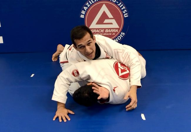 Video: Jefferson Moura teaches a one-handed choke