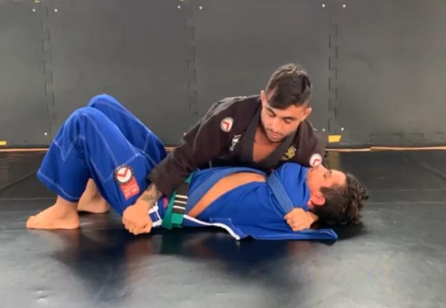 GMI: Felipe Giarolla ensina a estrangular do cem-quilos travando o braço no Jiu-Jitsu