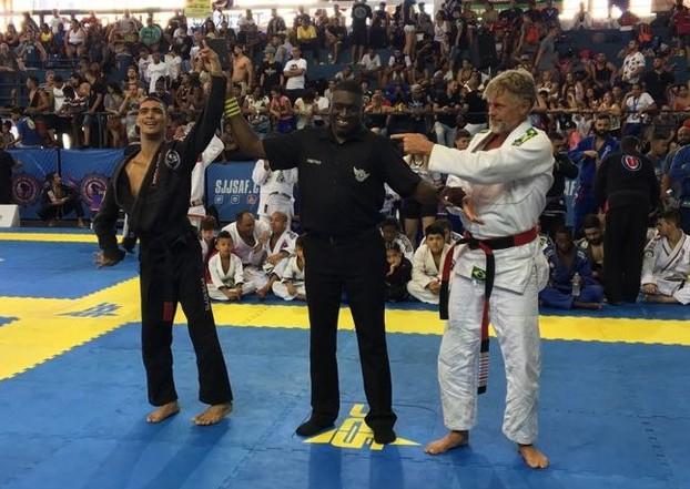Faixa-preta de Jiu-Jitsu com paralisia cerebral, Alan Oliveira segue carreira na Educação Física