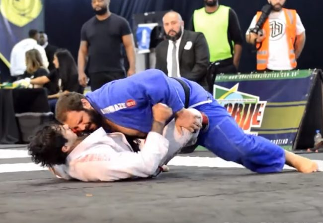 Video: Duzão Lopes's smothering maneuver for gold at the CBJJE World Championship