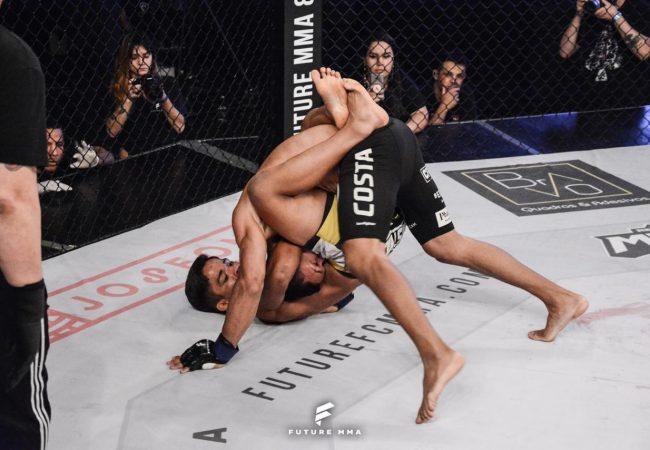 Herbeth Índio finaliza Taigro Costa e conquista cinturão no Future MMA 7