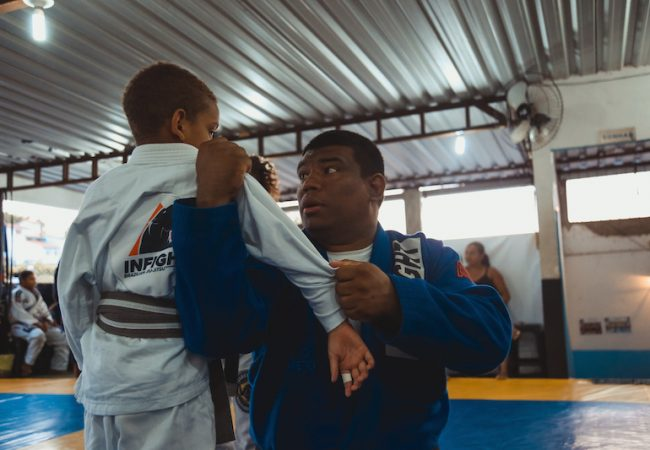 """Marcio de Deus transforma Jiu-Jitsu na CDD e futuro das crianças: """"Quero que mudem de vida"""""""