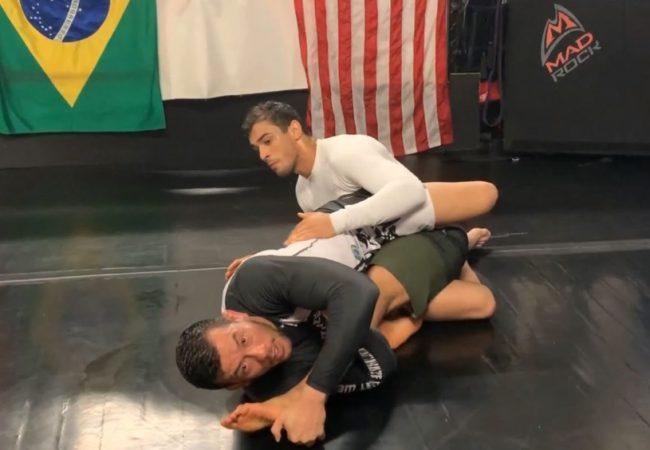 Vídeo: Julio Viotti ensina saída da meia-guarda com duas finalizações no Jiu-Jitsu