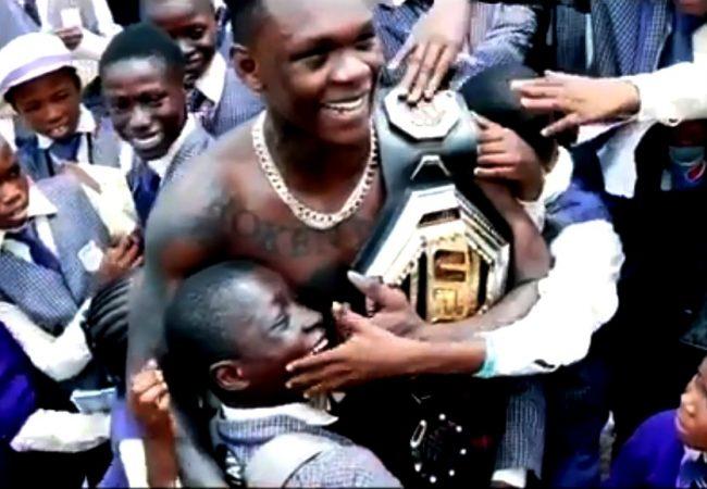Vídeo: Reveja o nocaute de Israel Adesanya pelo cinturão do UFC 243