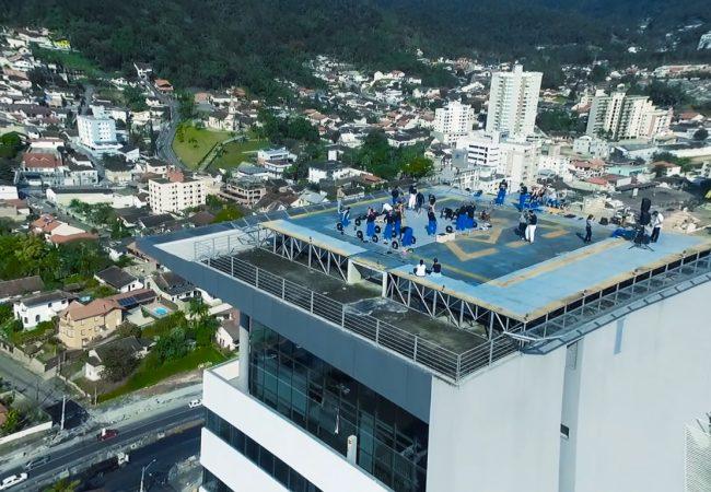 "Vídeo: Confira o ""treino nas alturas"" da Escola de Jiu-Jitsu Brasileiro"
