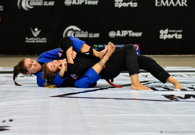 Queen of Mats: Luiza Monteiro fatura título de forma invicta no Rio