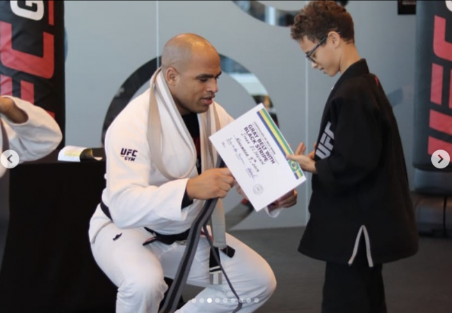 6 concepts for a white-belt to evolve in BJJ, by Raphael Barbosa