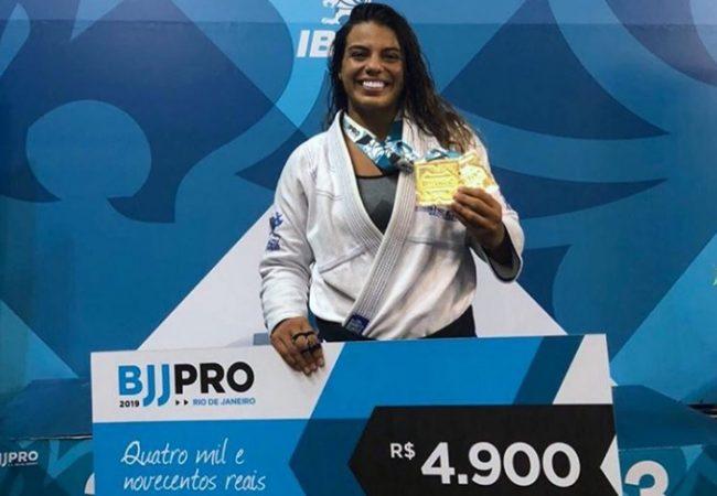 Vídeos: As vitórias de Julia Boscher pelo ouro duplo no Rio BJJ Pro