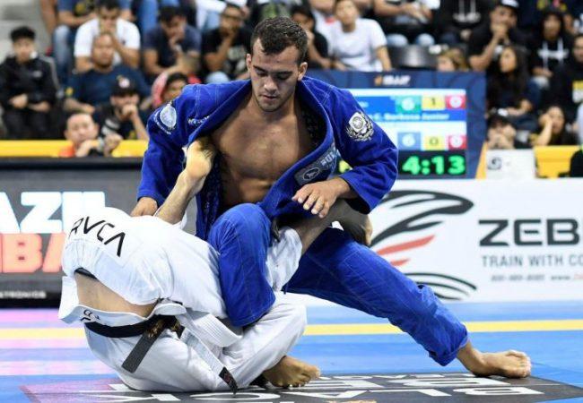 Vídeo: Márcio André ensina a anular a guarda de lapela no Jiu-Jitsu