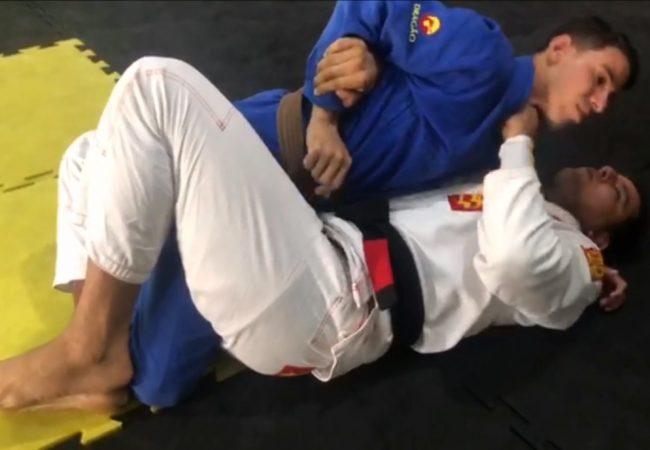 """Vídeo: José Lopes """"Zelo"""" ensina detalhe para raspar da meia-guarda"""